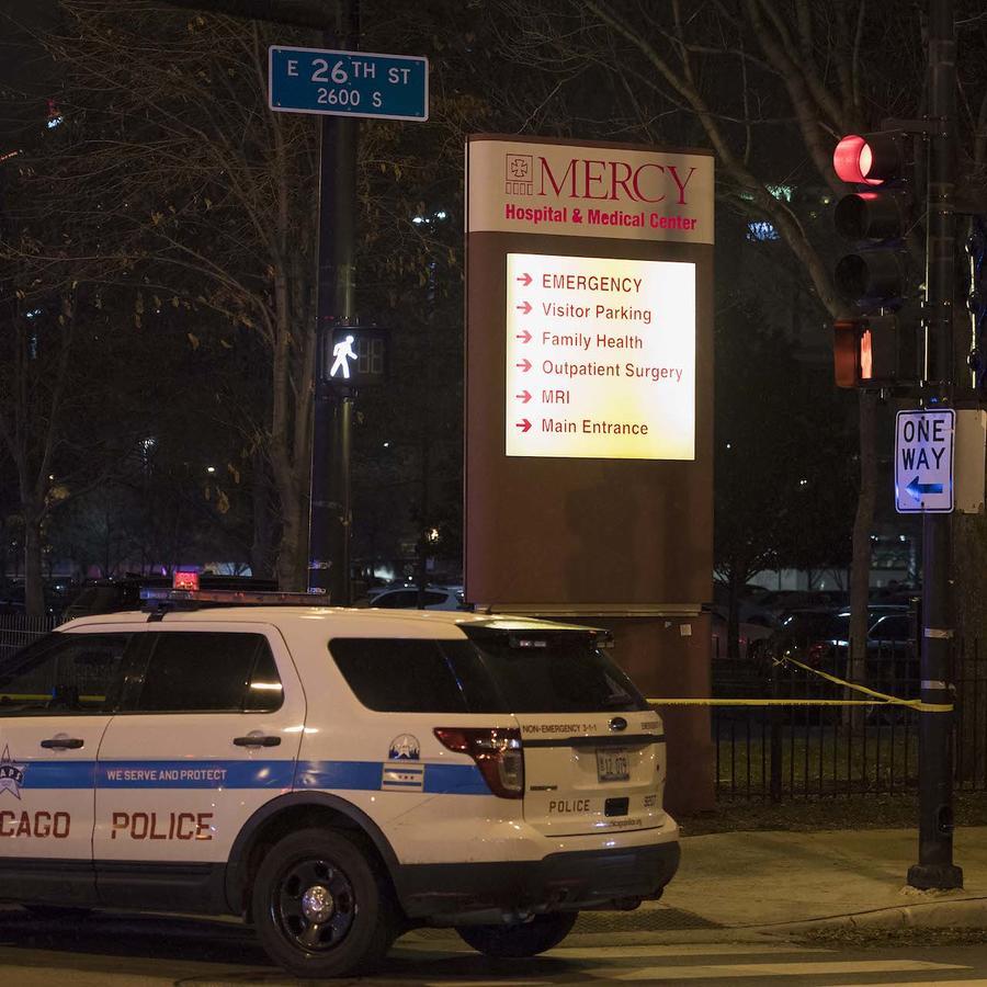 El hospital Mercy El hospital Mercy de Chicago, ayer por la noche.