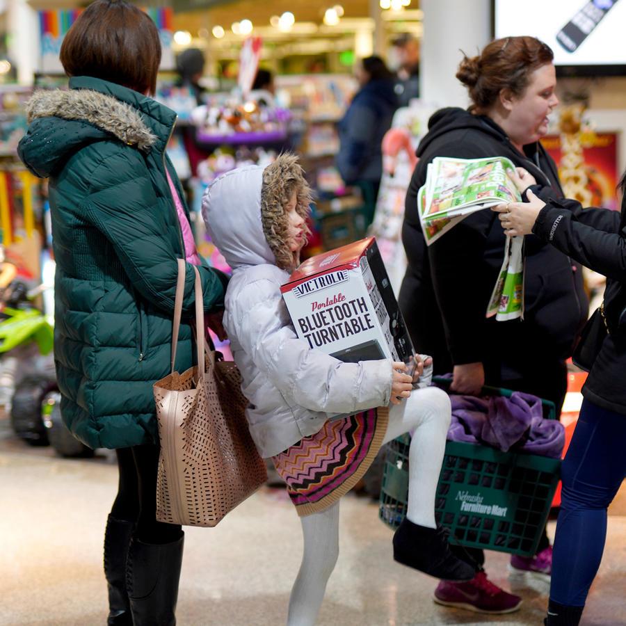 Una cola de personas en una tienda en EEUU en un Viernes Negro