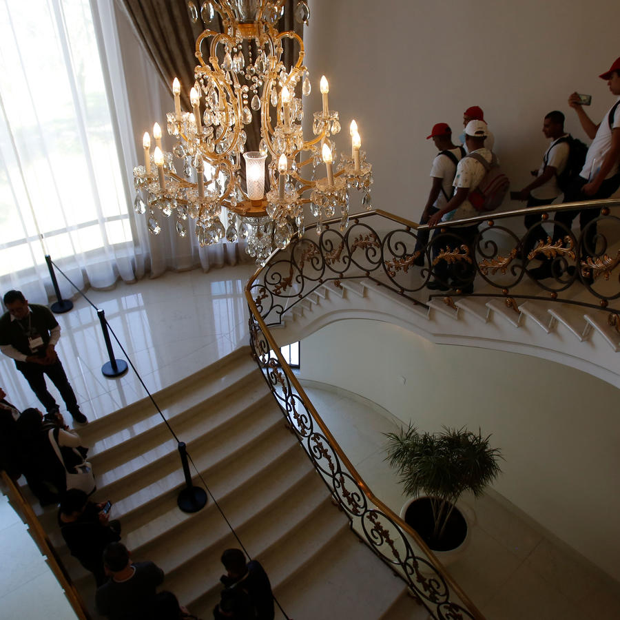 Visitantes en Los Pinos el sábado 1 de diciembre de 2018, la residencia presidencial de México. El nuevo mandatario, Andrés Manuel López Obrador, decidió convertir al mansión en un espacio público.