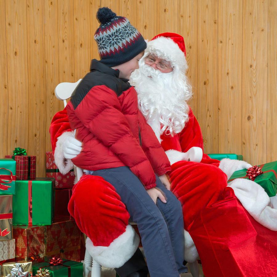 Niño conociendo a Santa