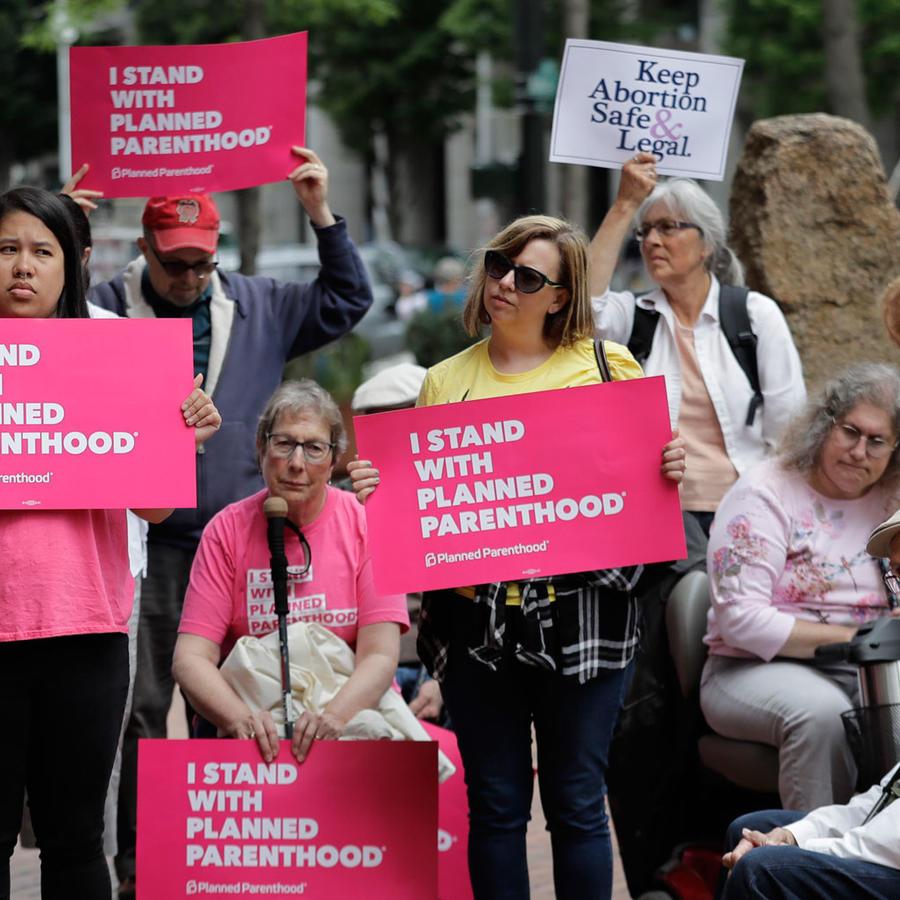 Manifestantes de Planned Parenthood contra el nombramiento de Brett Kavanaugh a la Corte Suprema en julio de 2018
