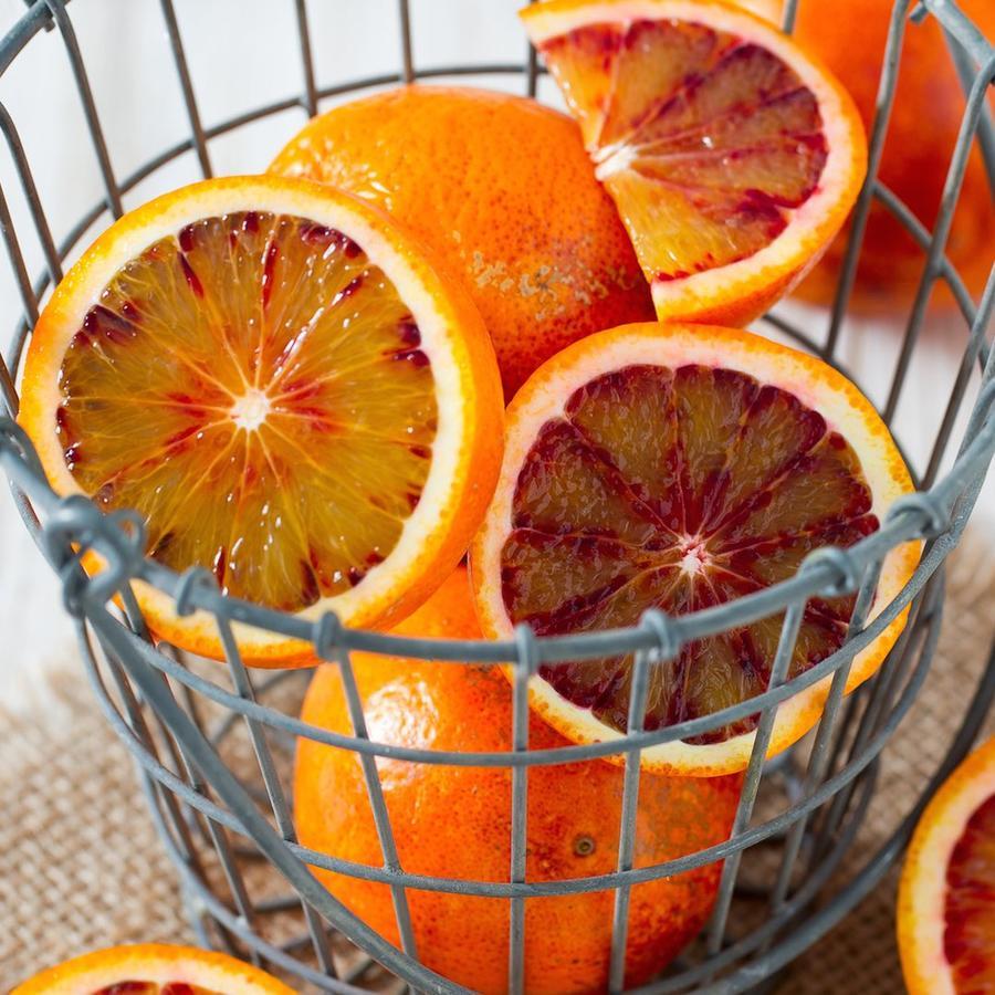 Naranjas rojas y jugo