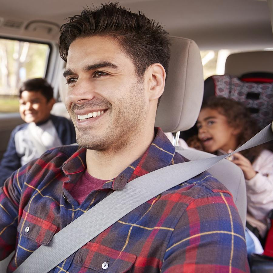 Familia en carro