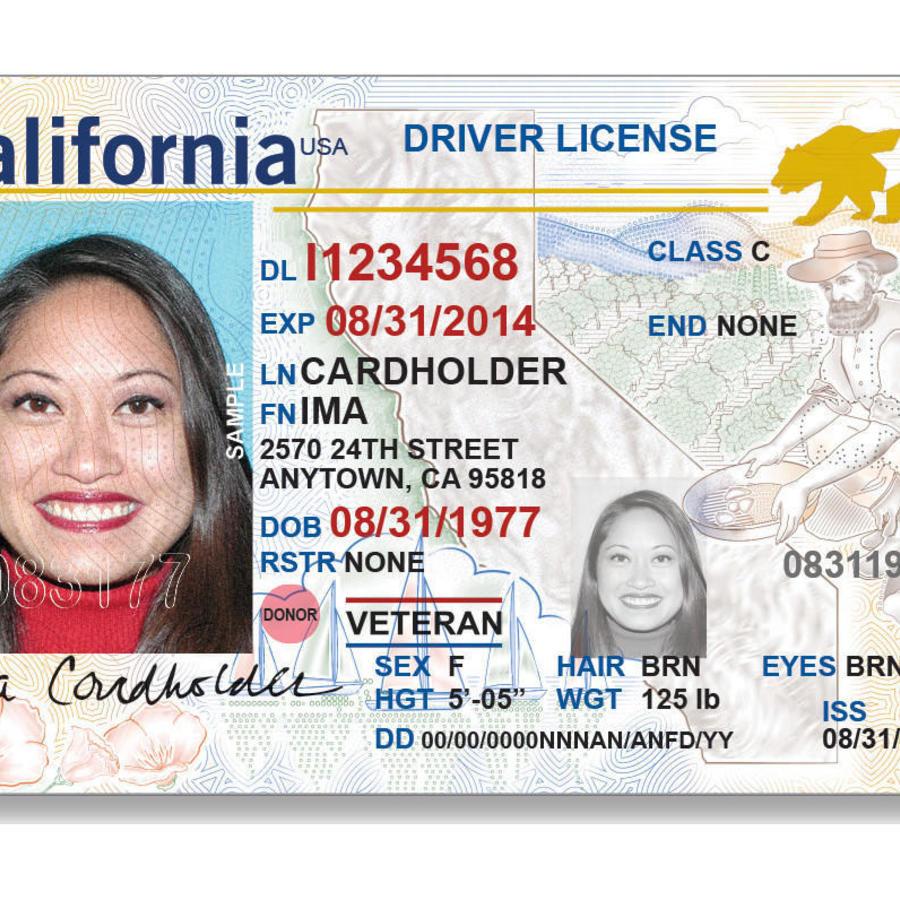 Ejemplo de licencia de conducir en California con Real ID.