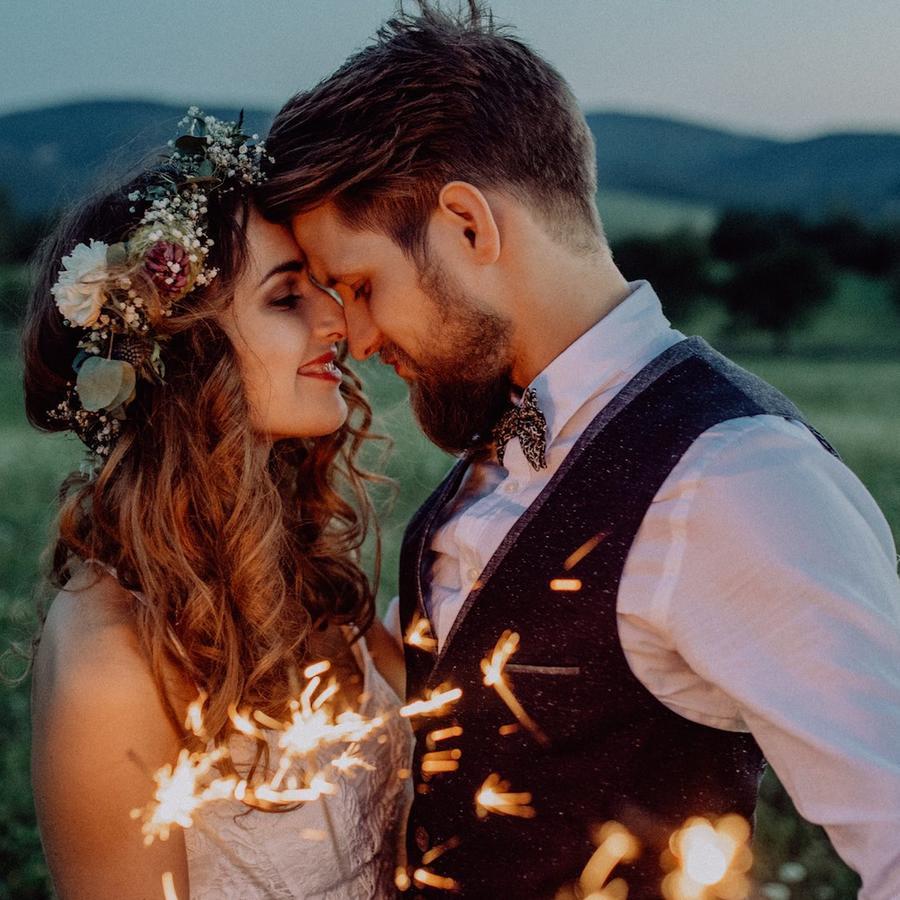 Hombre y mujer en su casamiento