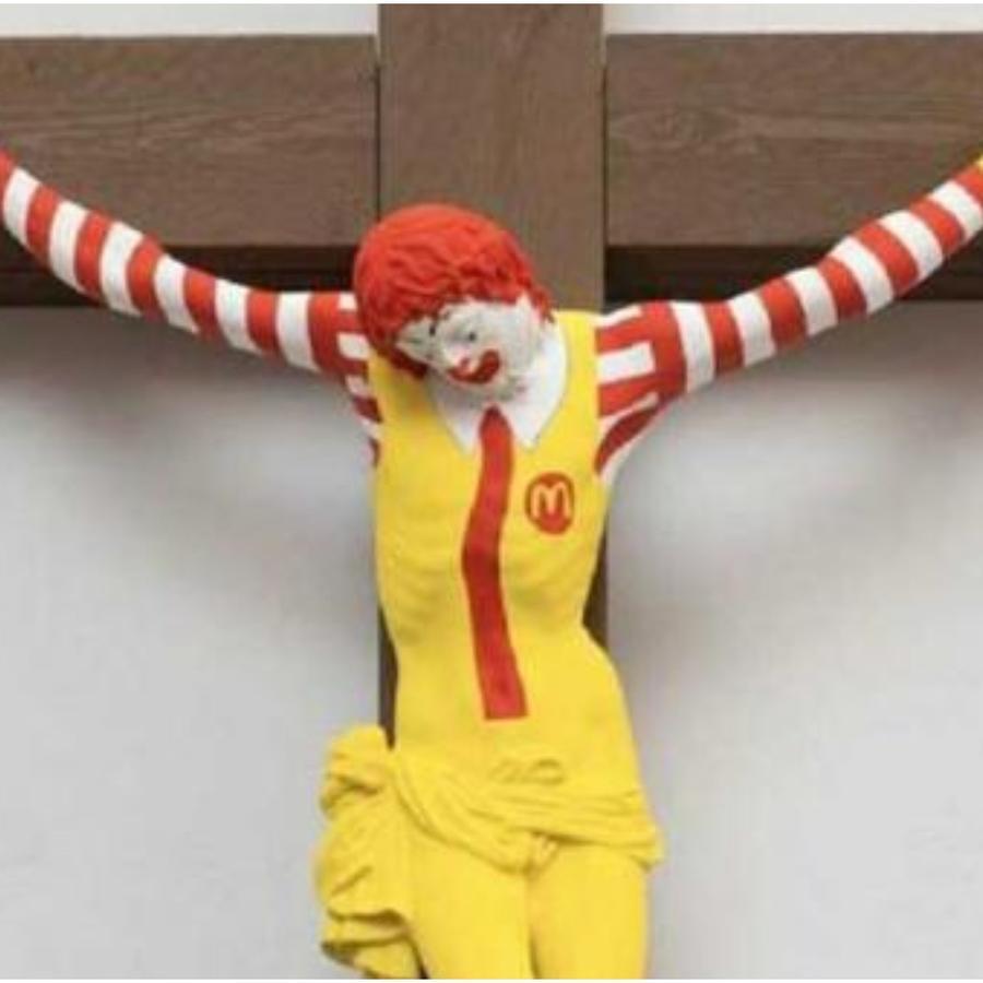 Ronald MacDonald crucificado