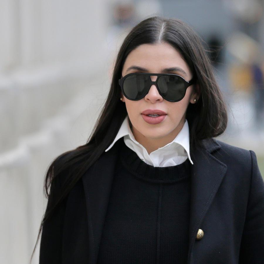 Emma Coronel a la salida de la corte de Brooklyn donde se le sigue juicio a El Chapo desde noviembre