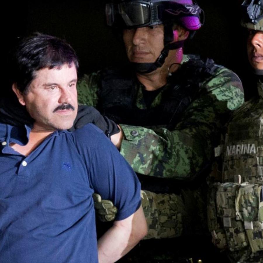 """Foto de archivo del 8 de enero de 2016 muestra a Joaquín """"El Chapo"""" Guzmán tras ser recapturado al escapar de una prisión en México"""