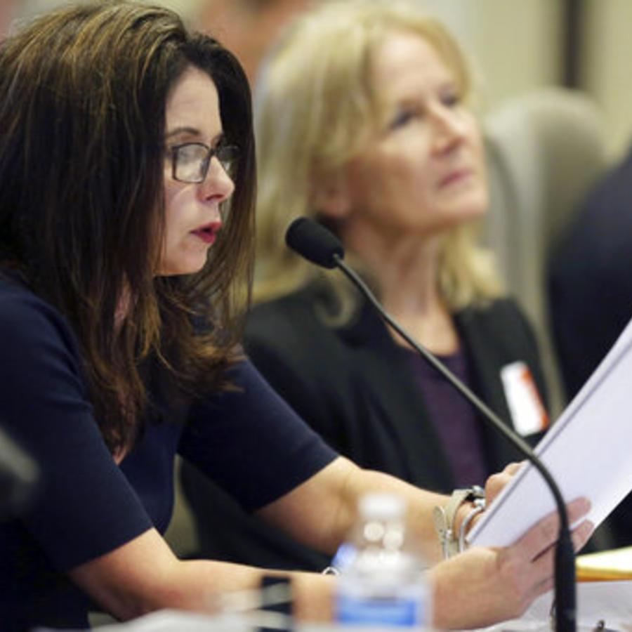 La directora Ejecutiva de la Junta de Elecciones, Kim Strach, durante una audiencia en Carolina del Norte.