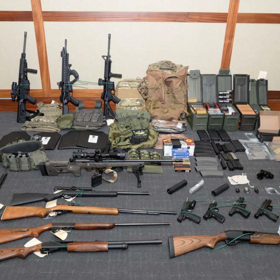 La reserva de armas encontrada por investigadores en la casa de Christopher Paul Hasson