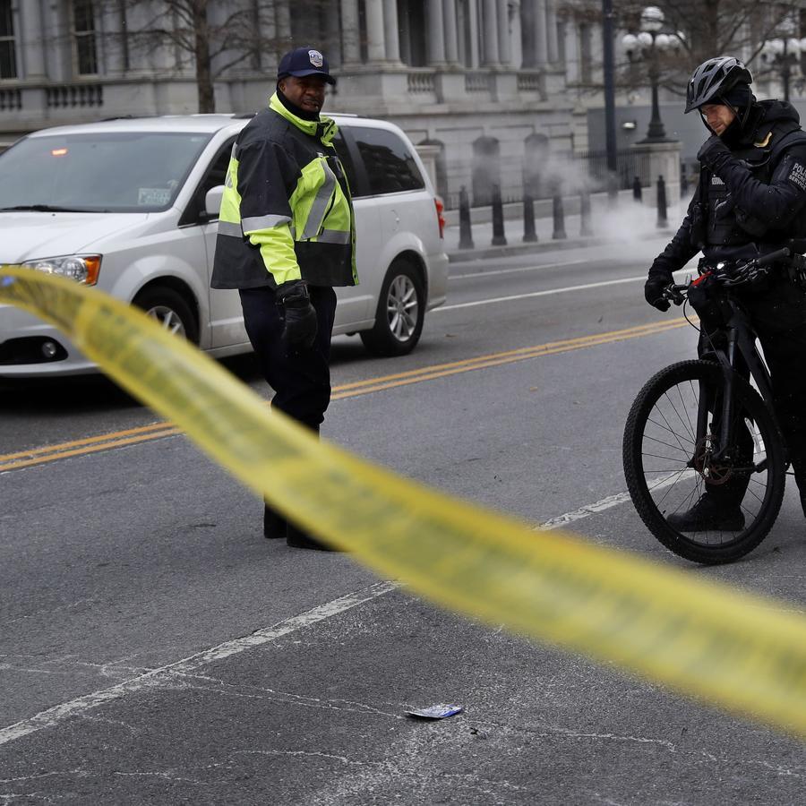Fotografía de archivo de una intersección cerrada sobre la avenida Pennsylvania en Washington D.C., a unas calles de la Casa Blanca