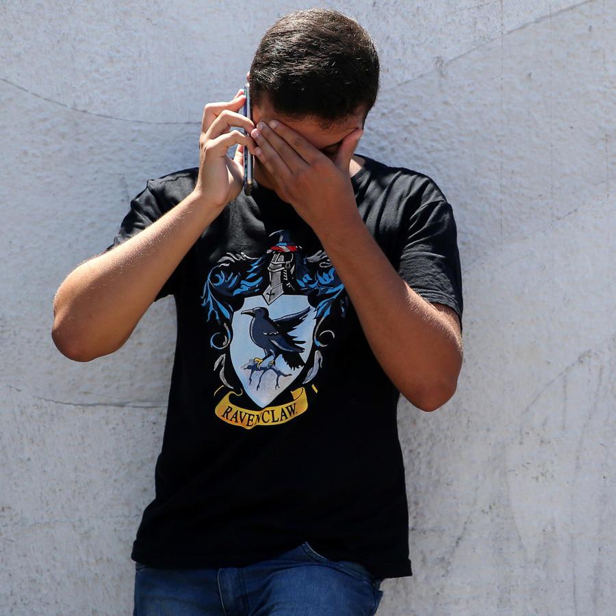 Un muchacho llora en el escenario del tiroteo en escuela en Sao Paulo