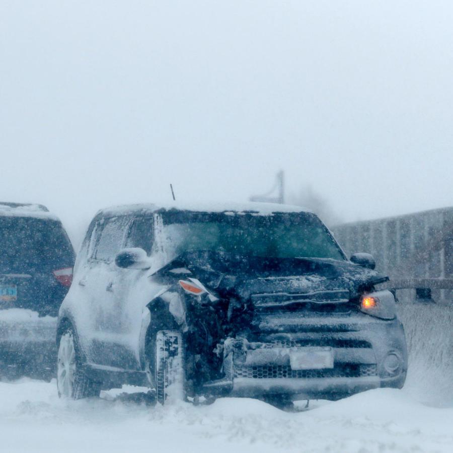 Autos varados en una autopista de Denver, Colorado