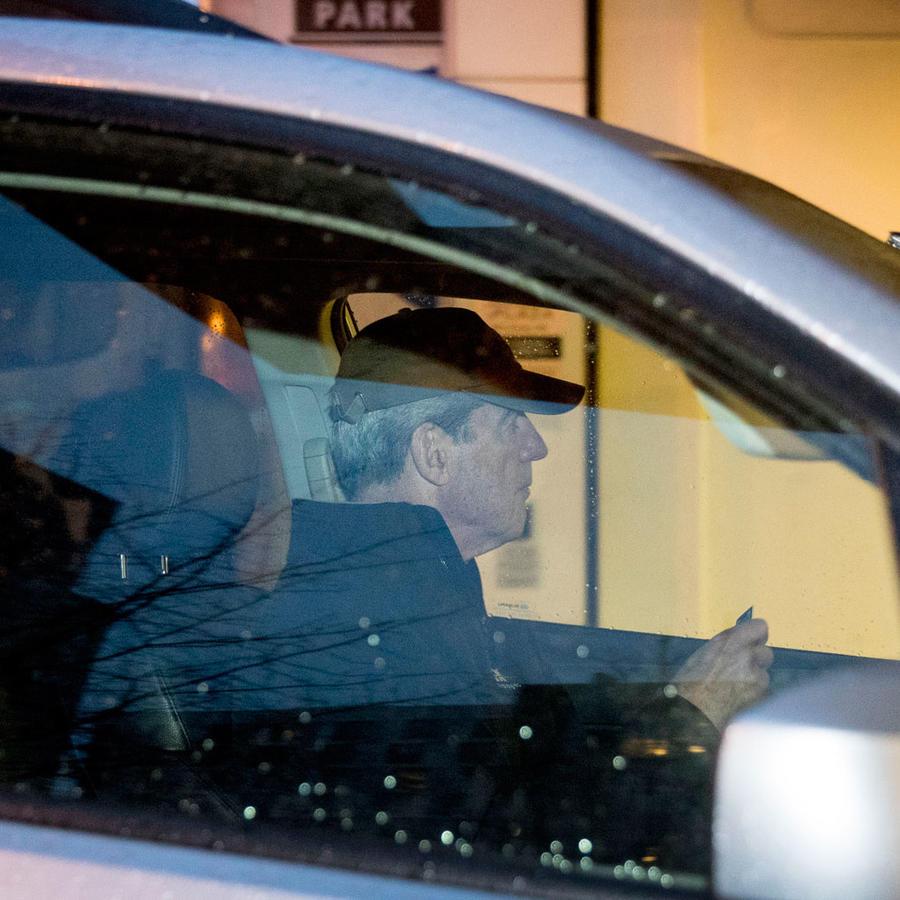El fiscal especial Robert Mueller llega a su oficina el 21 de marzo