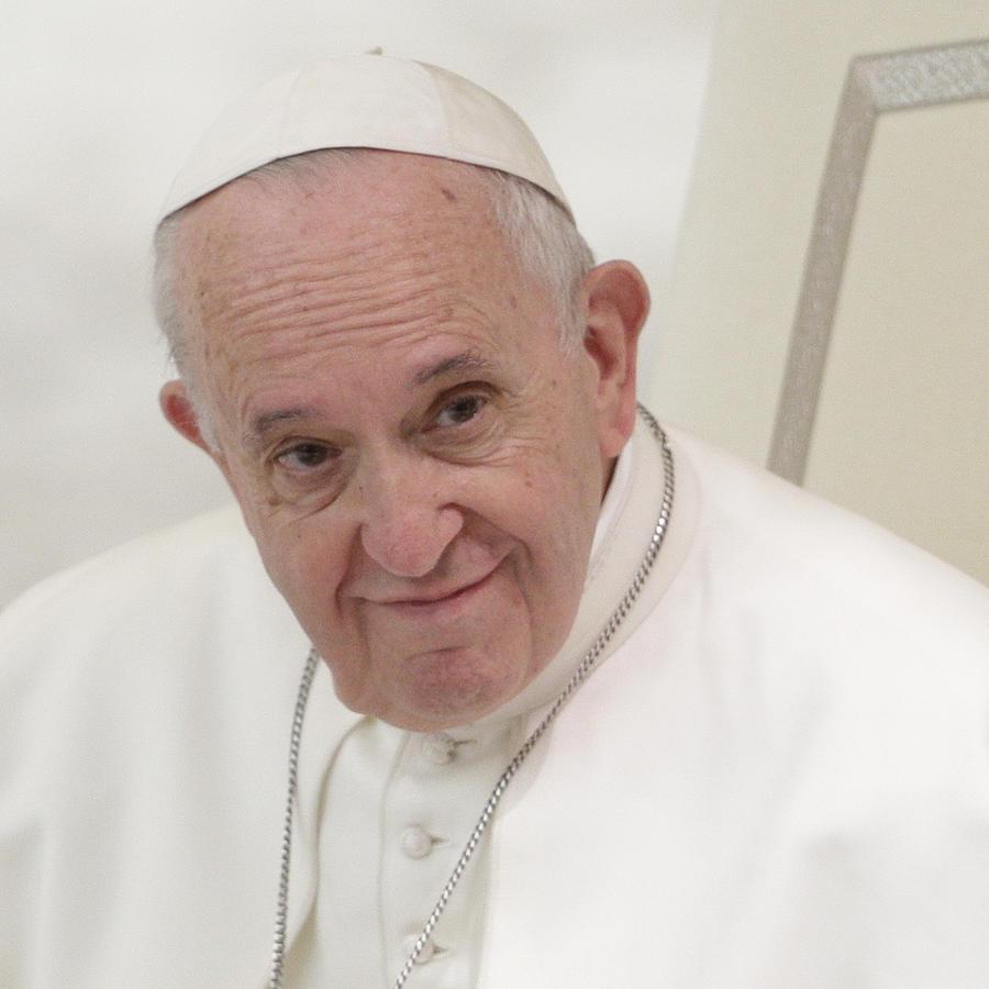 El papa Francisco durante una audiencia con participantes en un curso organizado por la Penitenciaría Apostólica, en el salón papa Pablo VI, en el Vaticano, el 29 de marzo de 2019