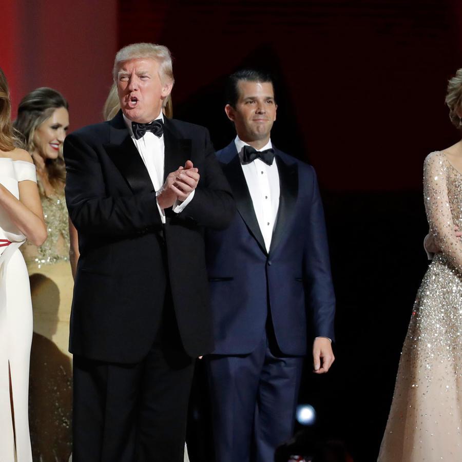 Melania y Donald Trump, junto a Donald Trump Jr, Ivanka Trump y su esposo Jared Kushner en las fiestas de toma de posesión