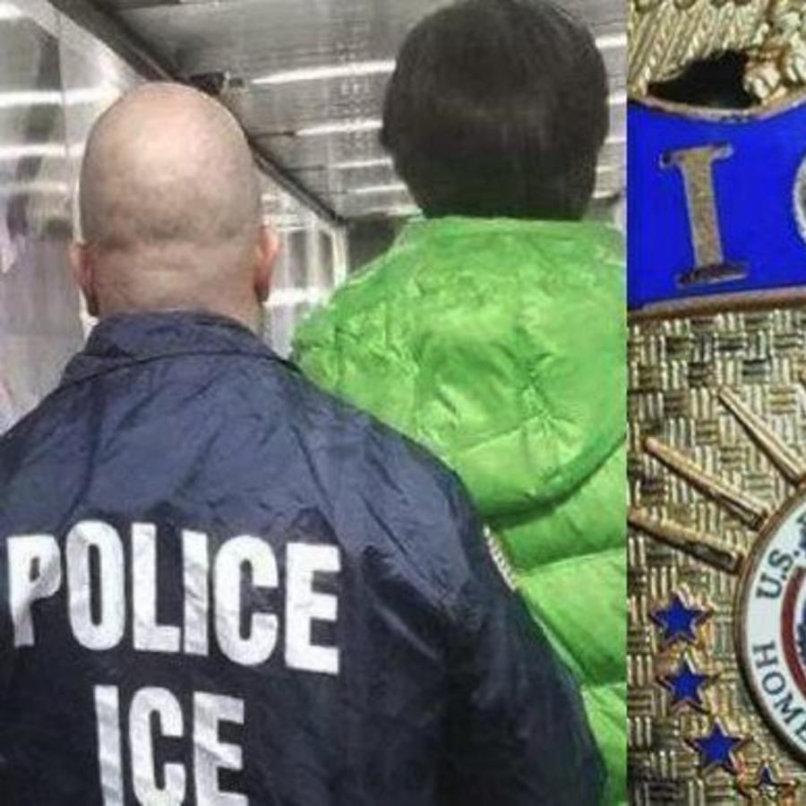 Imagen de un agente de ICE mientras esposa a una persona.
