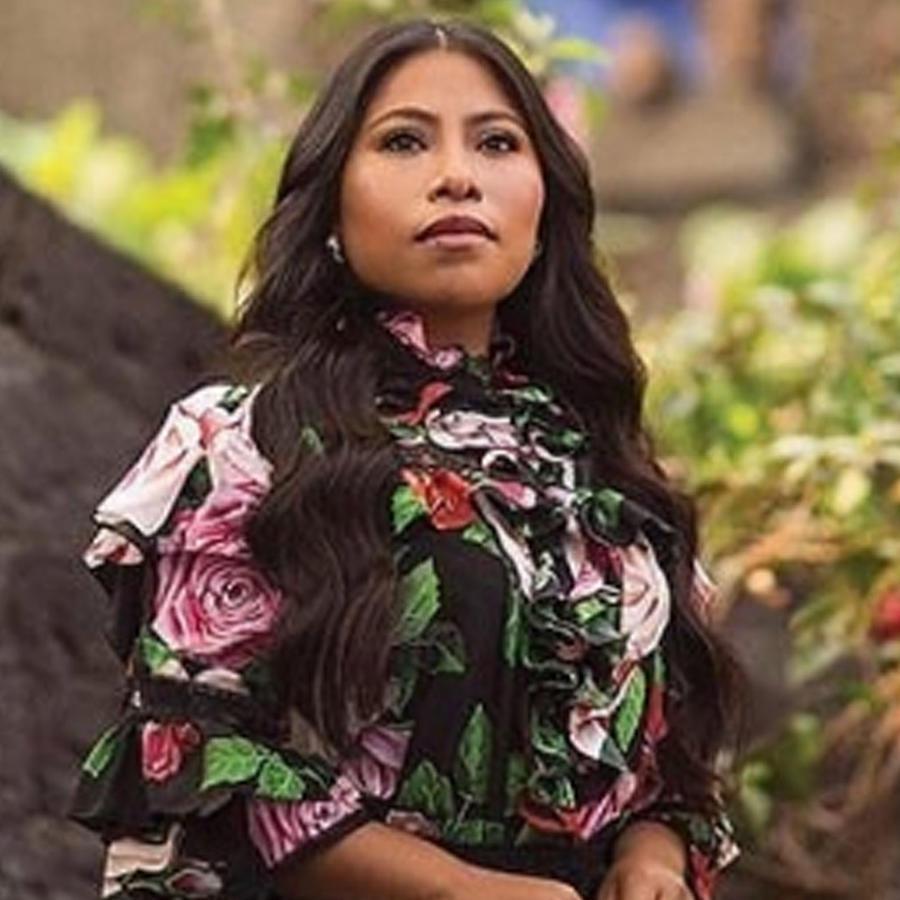 Yalitza Aparicio posando en la Ciudad de México
