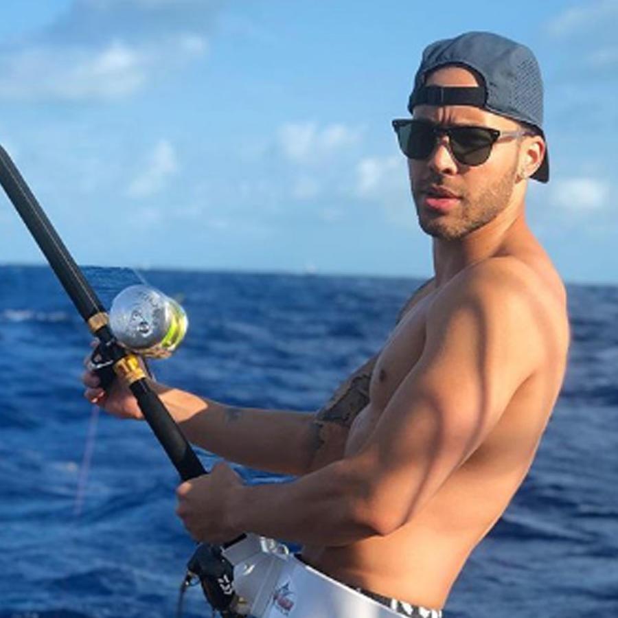 Prince Royce pescando