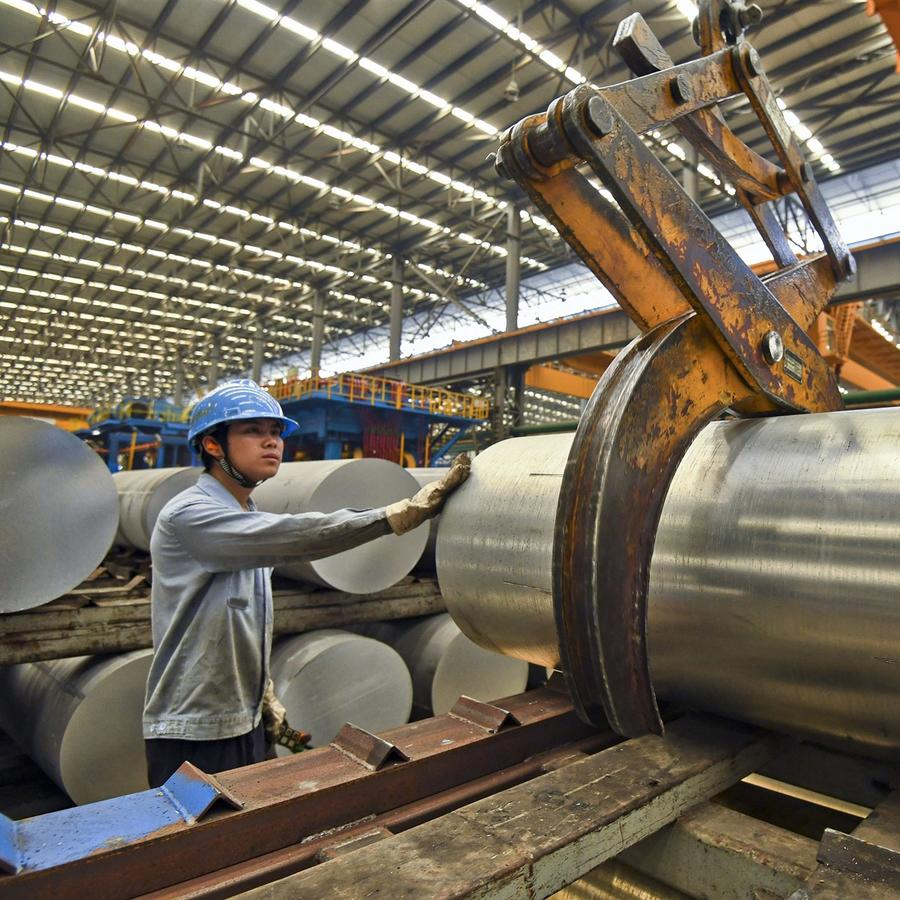 Un obrero en una fábrica china