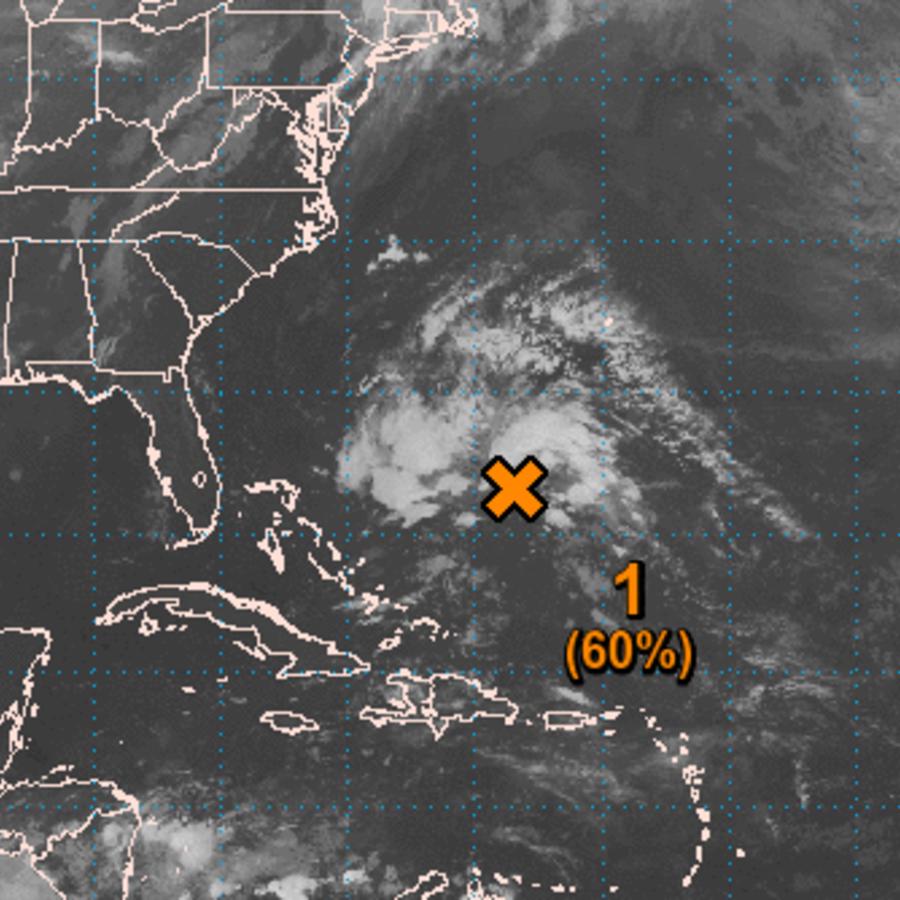 Imagen satelital de un sistema de baja presión entre las Bahamas y la isla de Bermuda, en el Océano Atlántico.