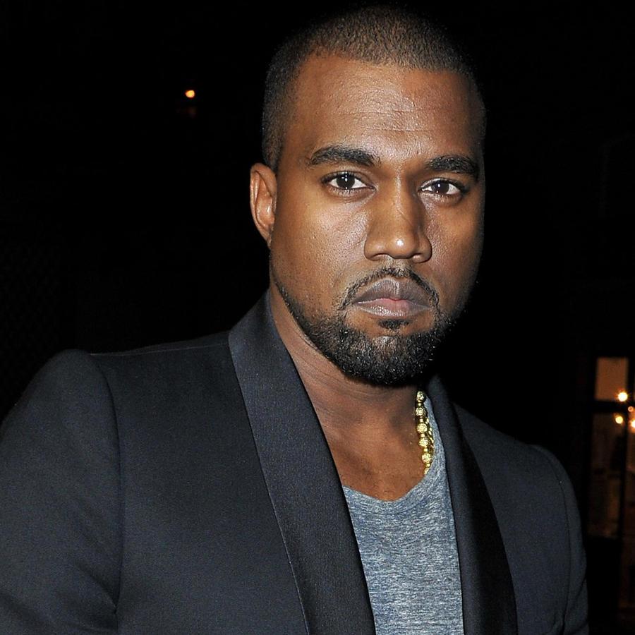 Kanye West llegando al LE BAL hosted by MAC and Carine Roitfeld en París, Francia, el 2 de octubre de 2012