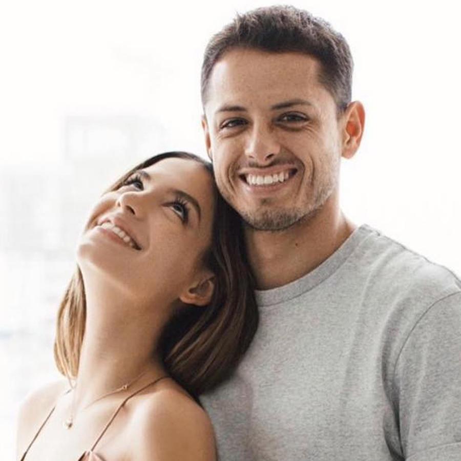 """Javier """"Chicharito"""" Hernández posando con Sarah Kohan en Instagram en marzo 2019"""
