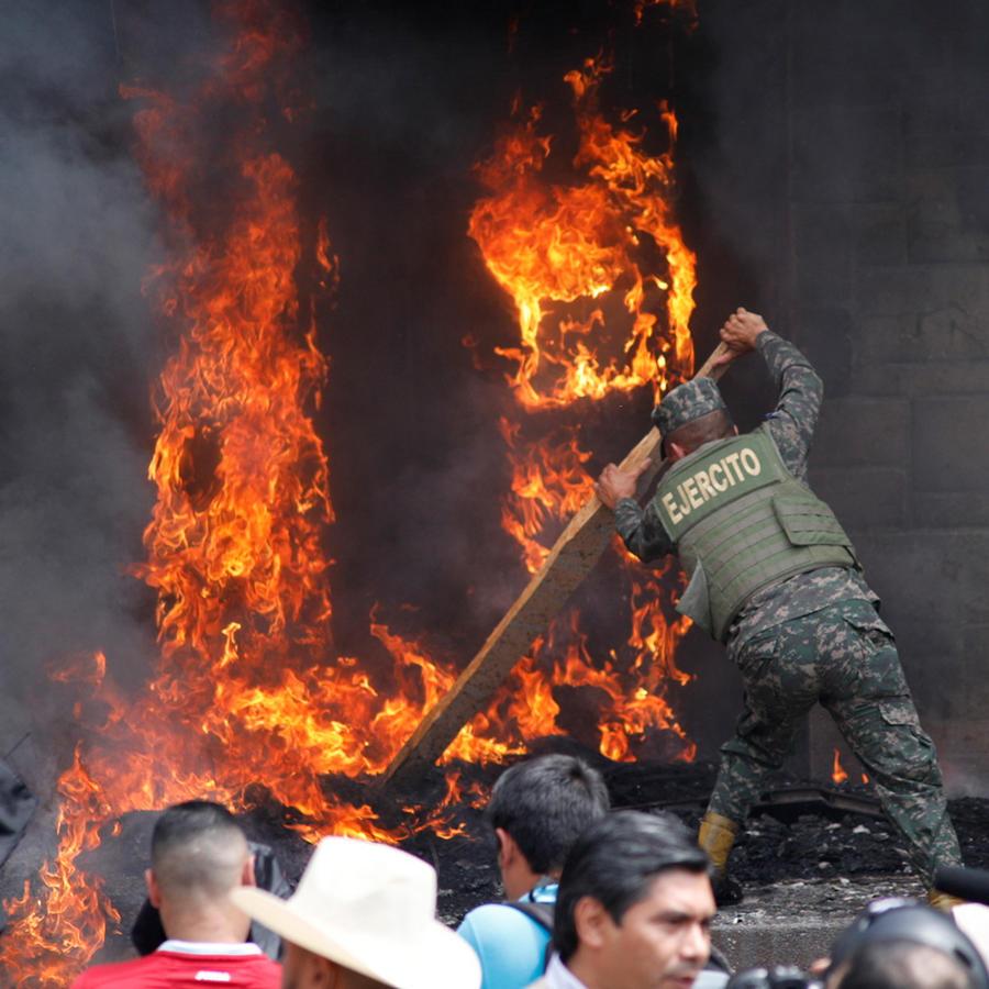 Nueva noche de disturbios en Honduras