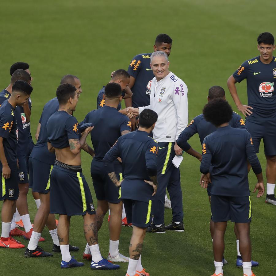 Equipo de Brasil entrenando para la Copa América