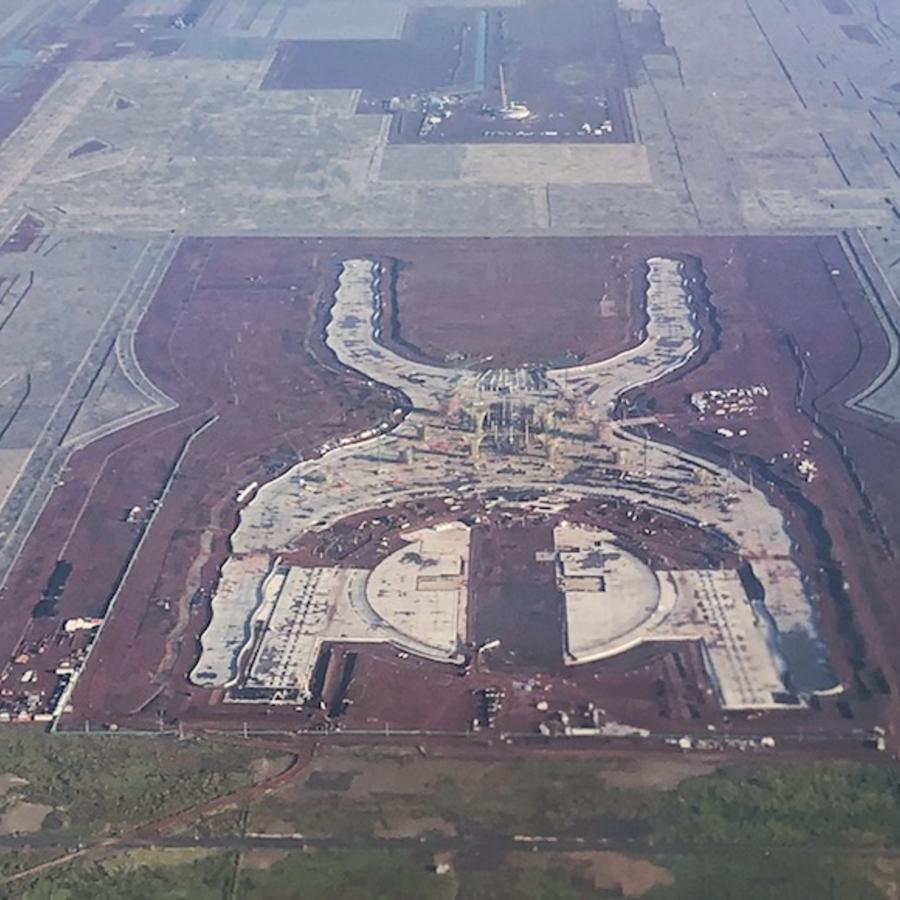 El tema fue abordado por el Presidente luego de que el 7 de junio un juez federal ordenó suspender las obras de construcción del Aeropuerto de Santa Lucía.