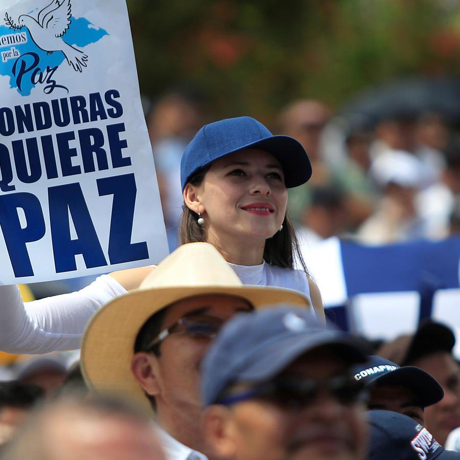 Cartel dice que Honduras quiere paz tras semanas de manifestaciones que dejaron muertos