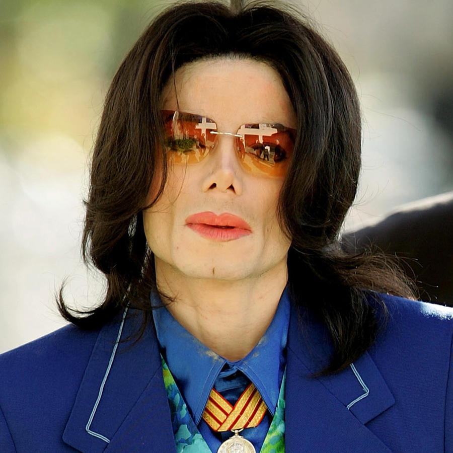 Michael Jackson llegando a la Corte Superior de Santa María en marzo de 2005