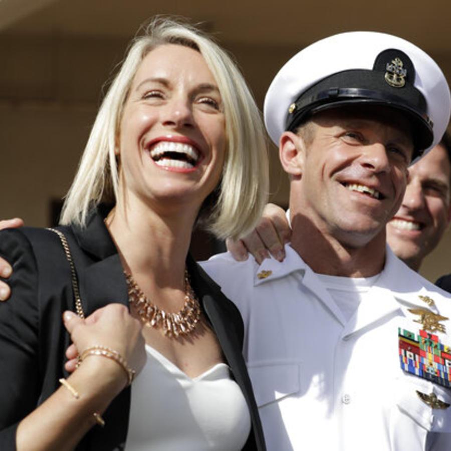El Navy Seal Edward Gallagher y su mujer Andrea Gallagher, el pasado martes.