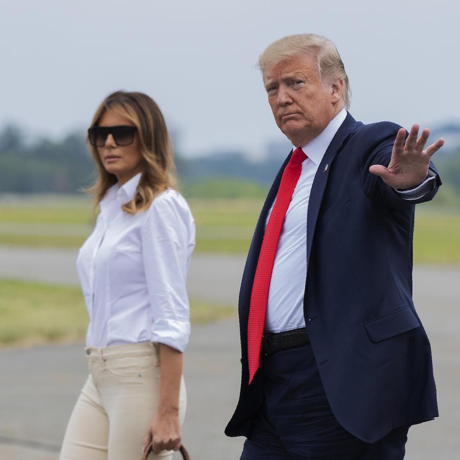 Trump y su esposa, este viernes en el aeropuerto de Morristown, Nueva Jersey.