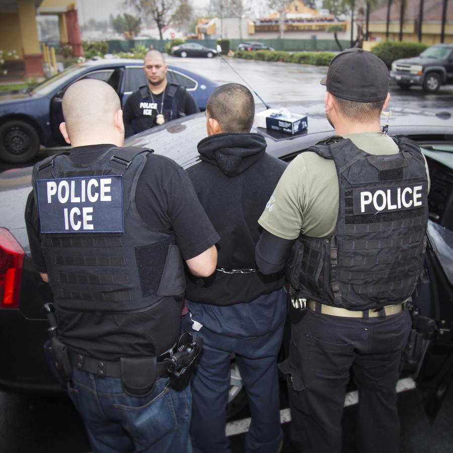 Imagen de archivo de una redada de ICE llevada a cabo en 2017.