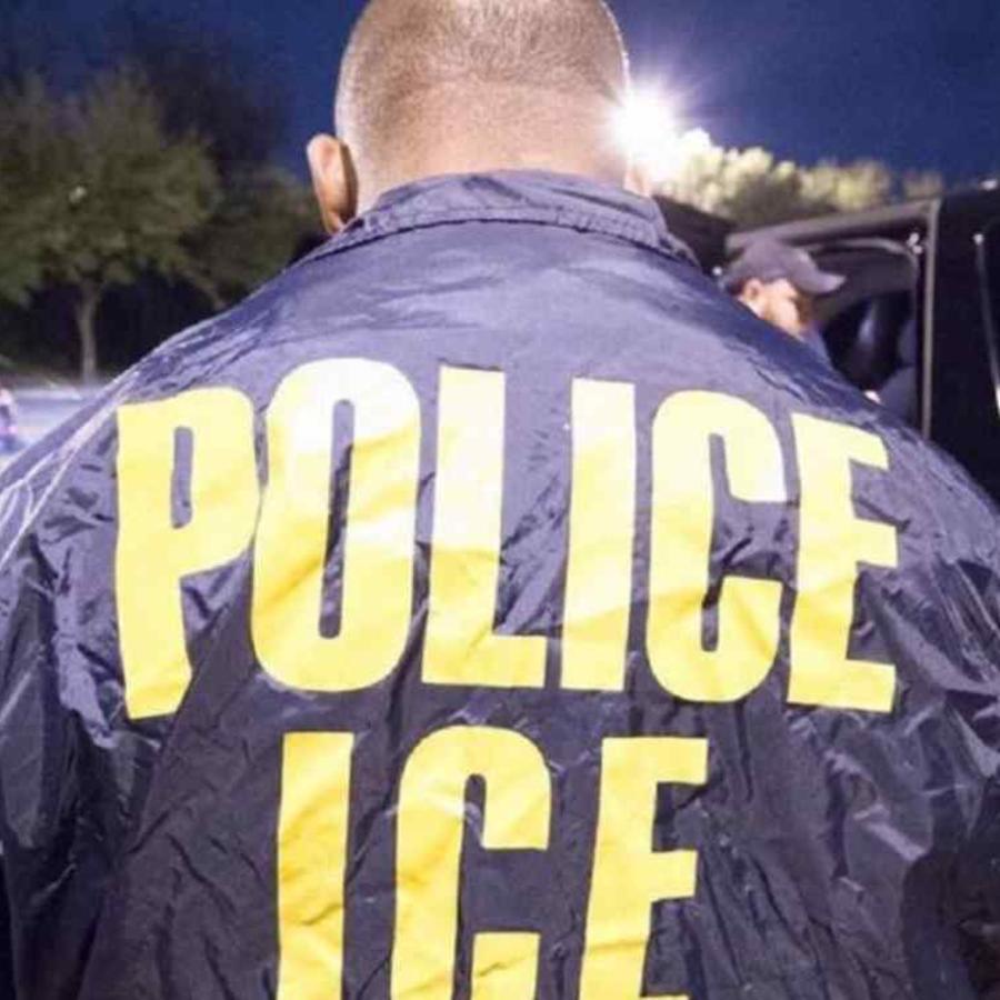 Un agente del Servicio de Inmigración y Control de Aduanas (ICE, en inglés) en una foto de archivo.