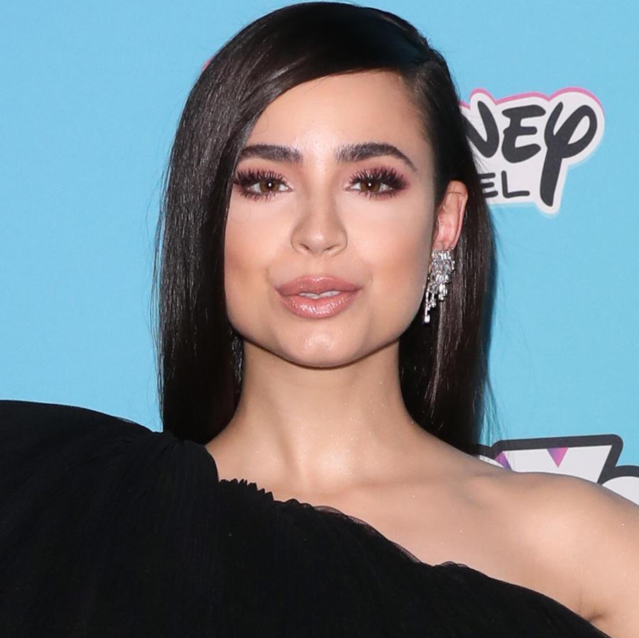Sofia Carson y Cameron Boyce en los Radio Disney Music Awards en junio de 2019