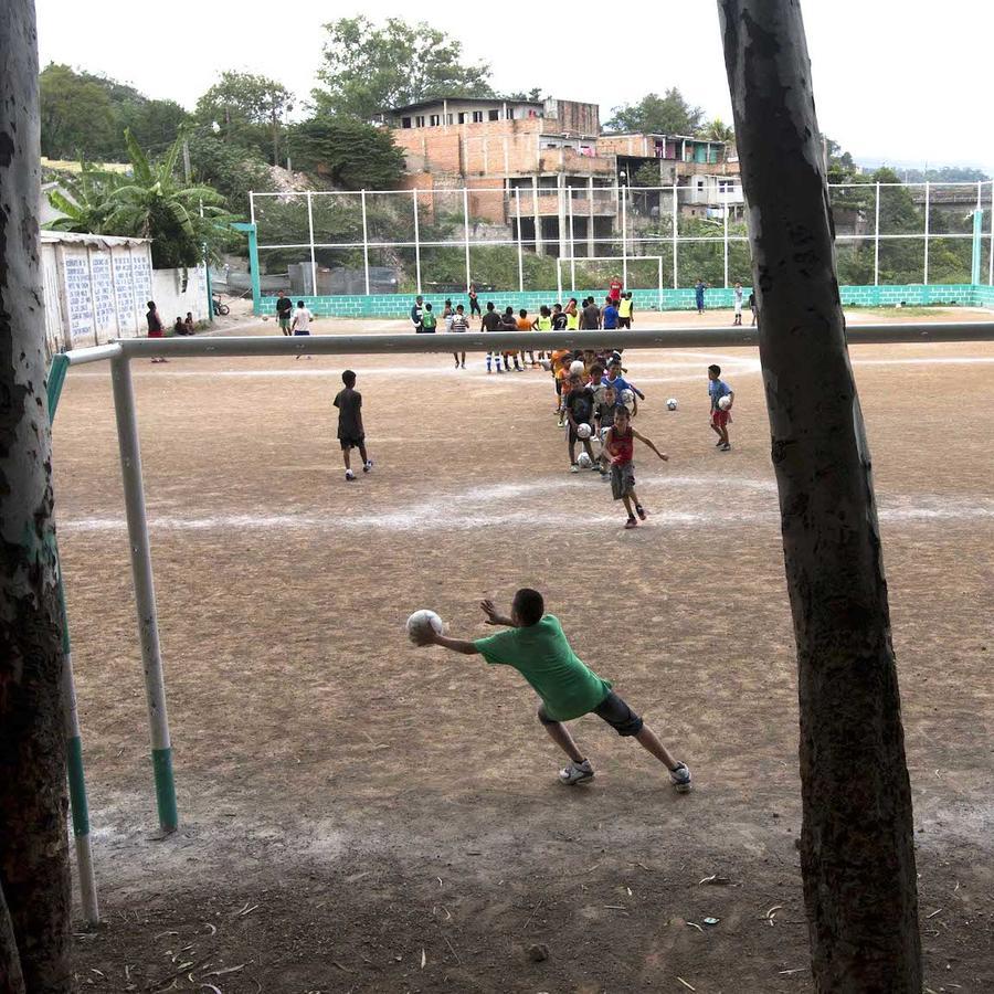 Imagen de archivo de un partido de fútbol infantil.