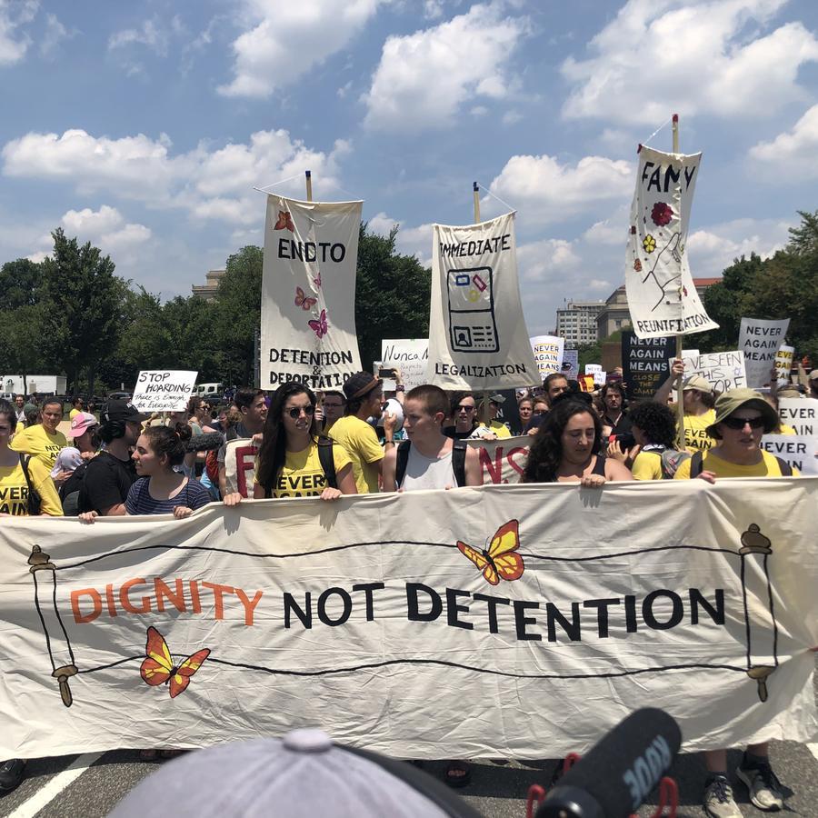 Activistas judíos y de grupos pro-inmigrantes realizaron una marcha en Washington para exigir la abolición de ICE
