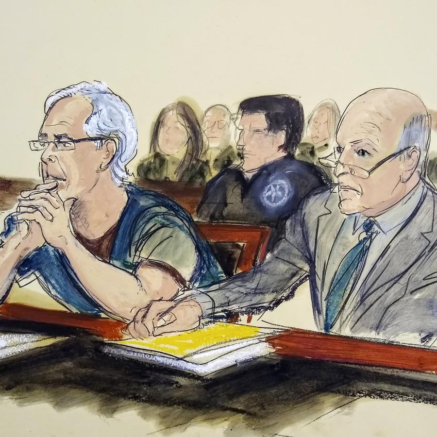 Dibujo de la sala de la corte en Nueva York donde se lleva a cabo el juicio contra Jeffrey Epstein (izq.) por pederastia