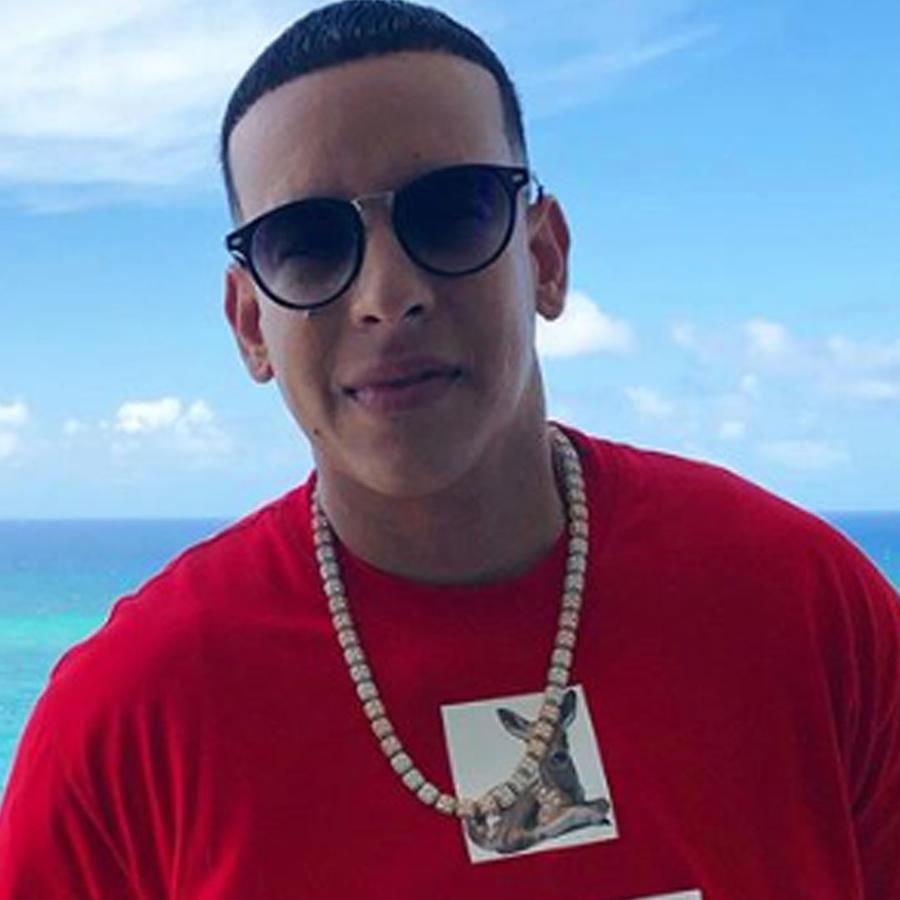 Daddy Yankee disfrutando del mar
