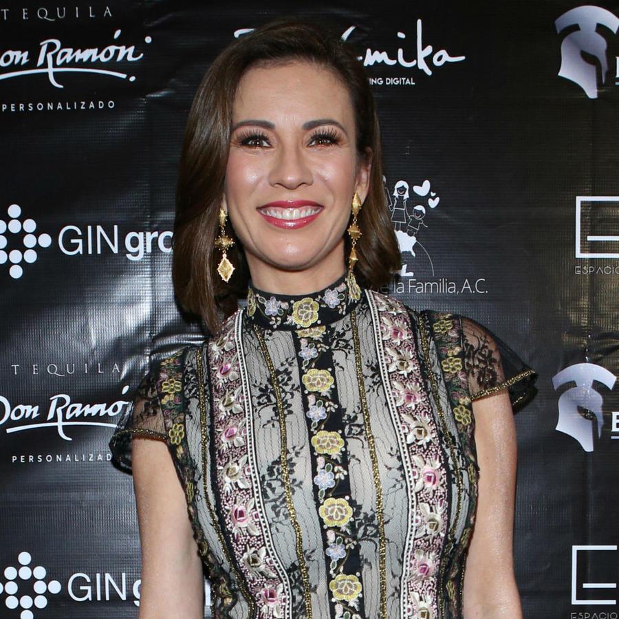 Ingrid Coronado sonríe