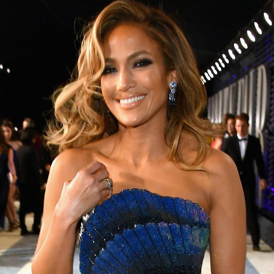 Jennifer Lopez sonriente