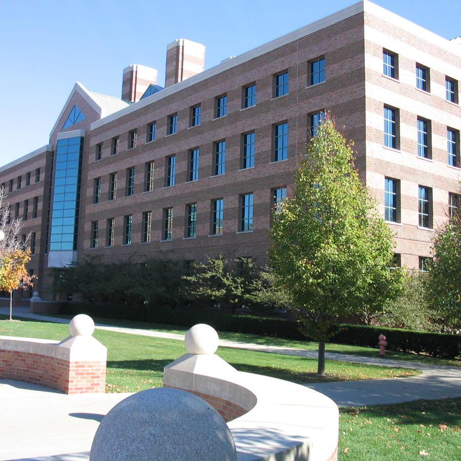 Edificio de la Universidad de Illinois en Champaign-Urbana. Foto: Wikimedia Commons