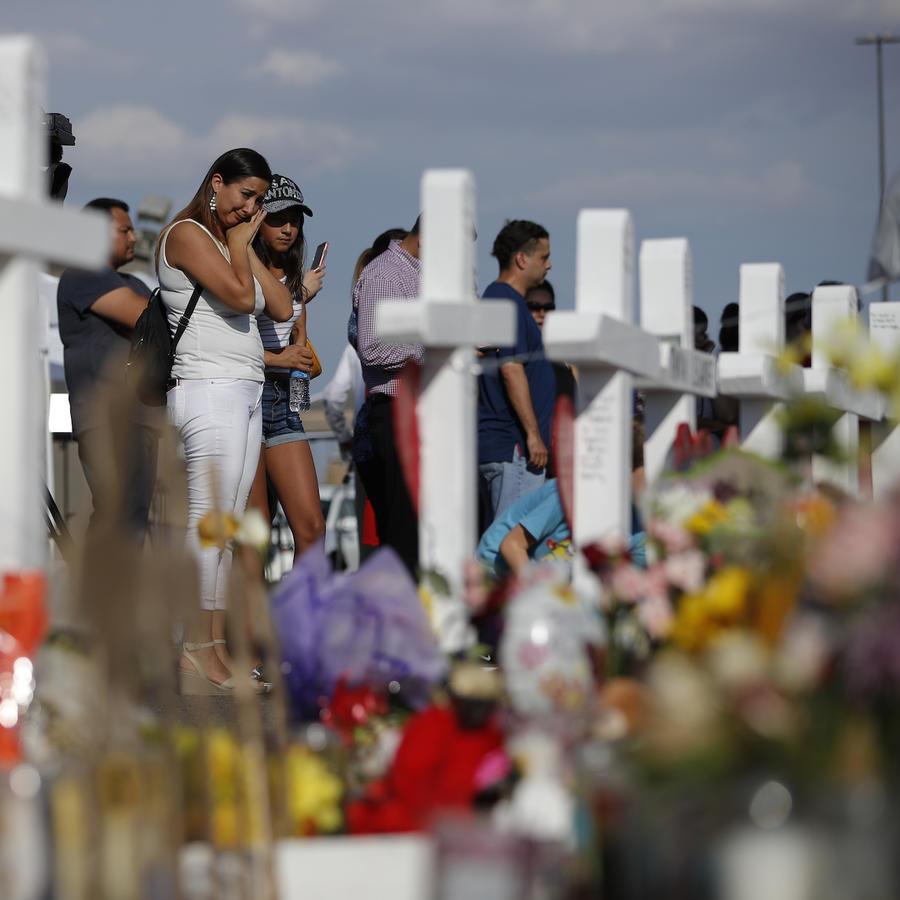 Imagen de las ofrendas en memoria de las víctimas de la masacre en El Paso, Texas.