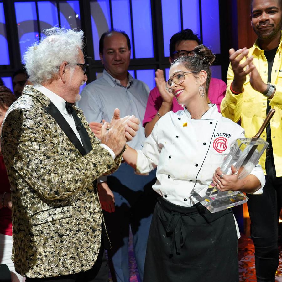 Lauren Arboleda, ganadora de MasterChef Latino 2, festeja con su mentor, el Chef Ennio Carota