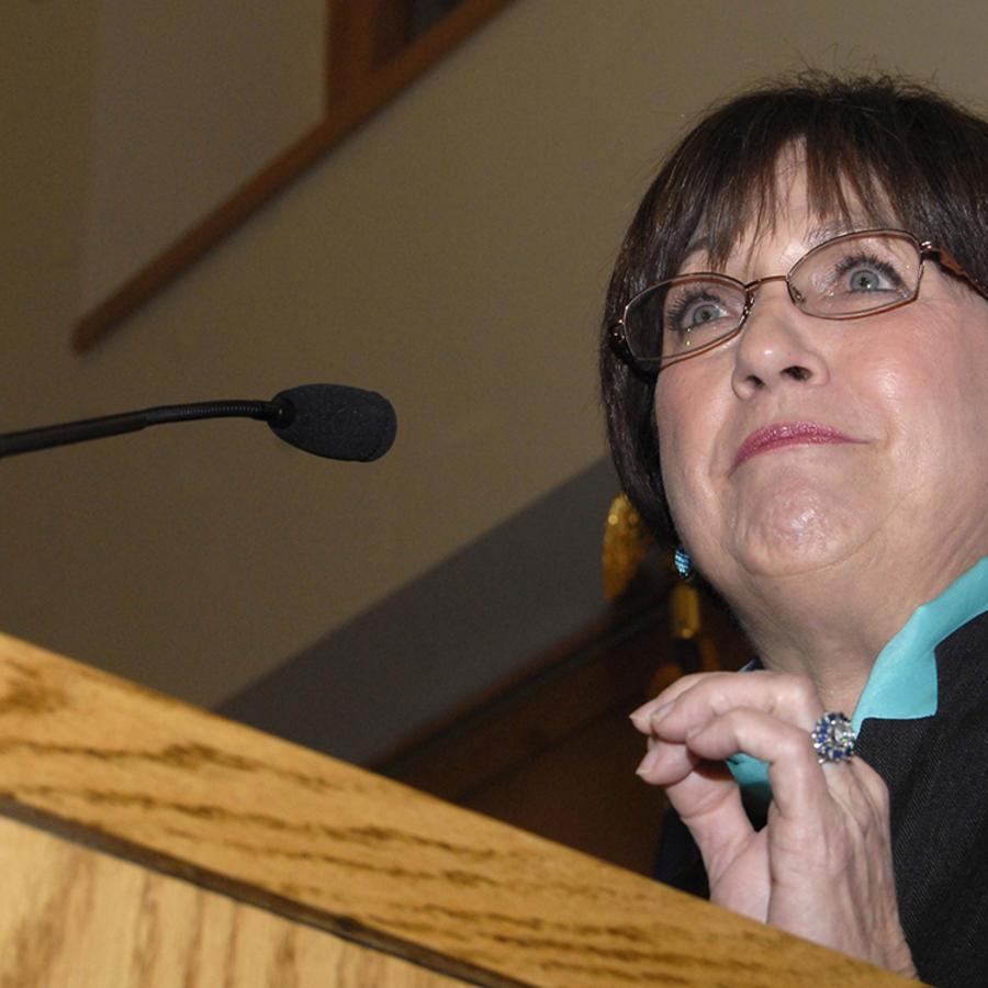 La exgobernadora de Luisiana, Kathleen Blanco, durante un evento en la Universidad de Arkansas.