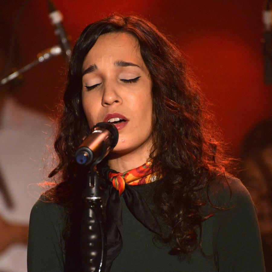Puerto Rican artist iLe singing live