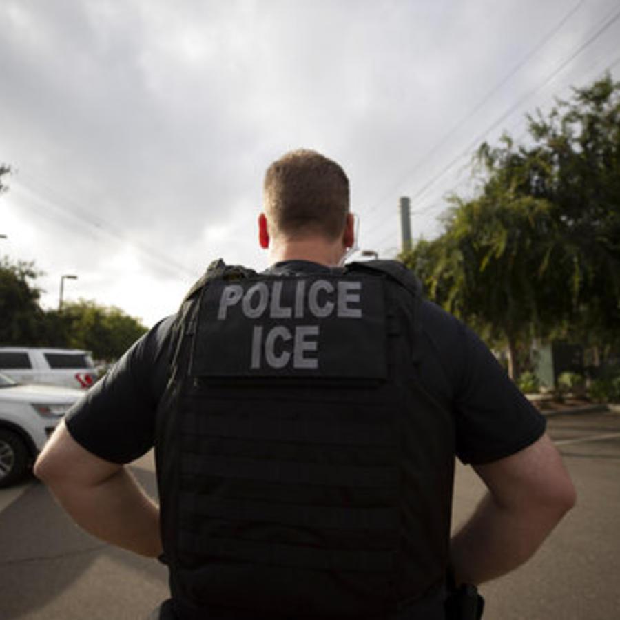 Un agente de ICE en una foto de archivo.