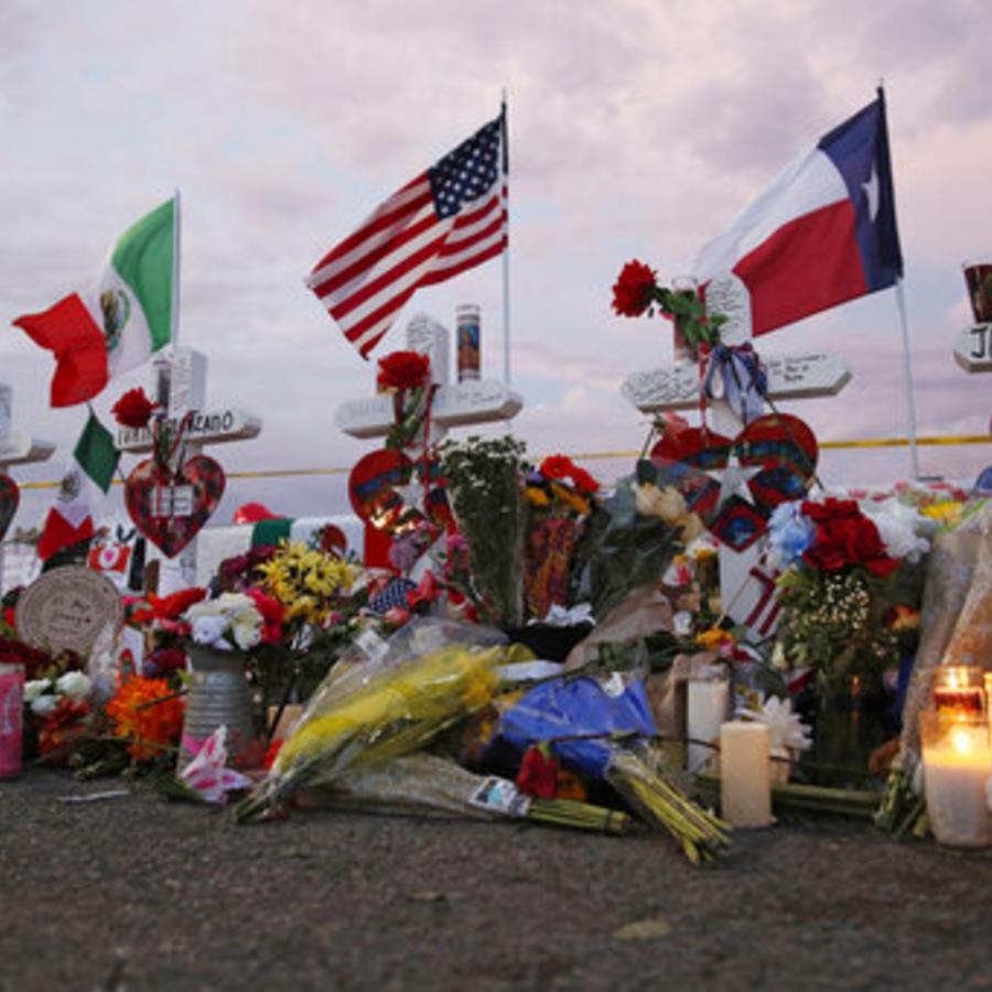 Memorial en homenaje a las víctimas del tiroteo del pasado 3 de agosto en El Paso, Texas.